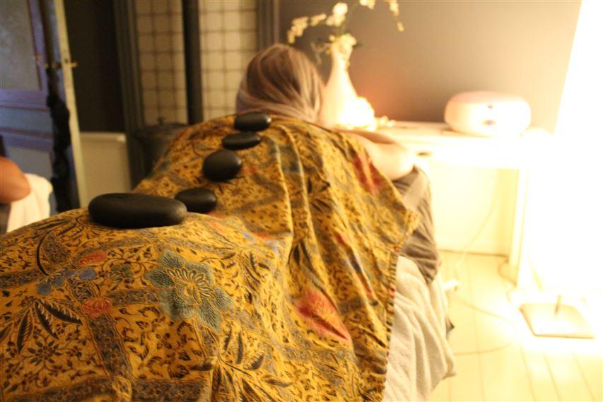 hotstone massage de Terp Hoogeveen